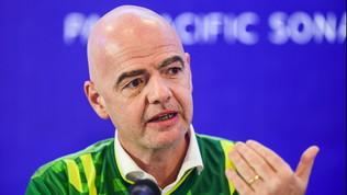 """FIFA, Infantino e il daspo mondiale: """"Cacciare i razzisti dagli stadi"""""""