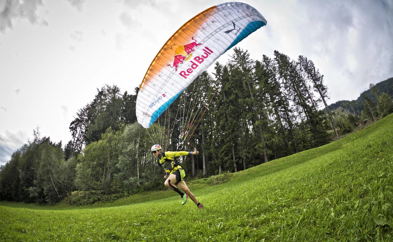 Il 33enne di Merano a caccia del record di distanza libera in parapendio.