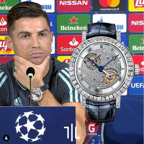 Cristiano Ronaldo indossa un Montres Breguet doppio Touribillon ref 5349 PT.  Valore di mercato : 720mila euro.