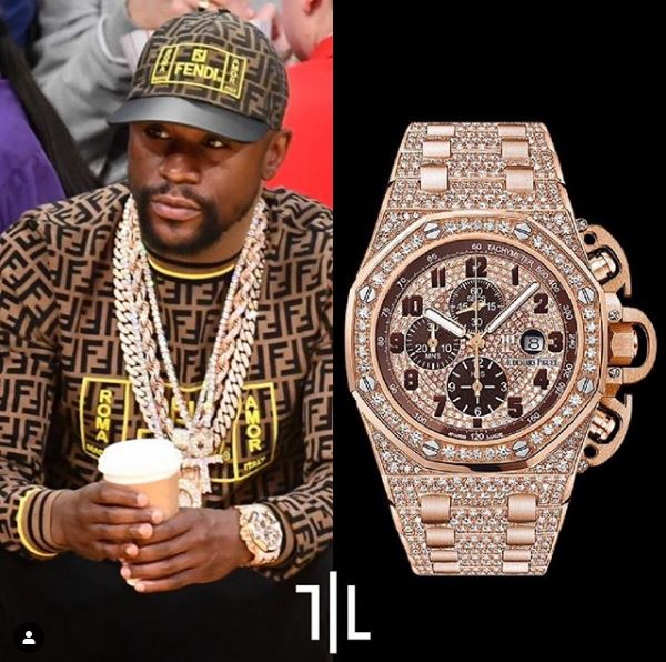Floyd Mayweather indossa un Audemars Piguet Royal Oak Offshore Chronograph in oro rosa con 1005 diamanti.  Valore di mercato : 270mila euro.