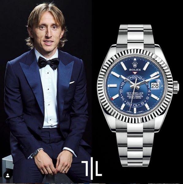 Luka Modric indossa un Rolex Sky-Dweller 326934.  Valore di mercato : 23mila euro.