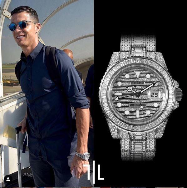 Cristiano Ronaldo indossa un Rolex GMT-Master II 116769TBR tempestato di diamanti.  Valore di mercato : 500mila euro.