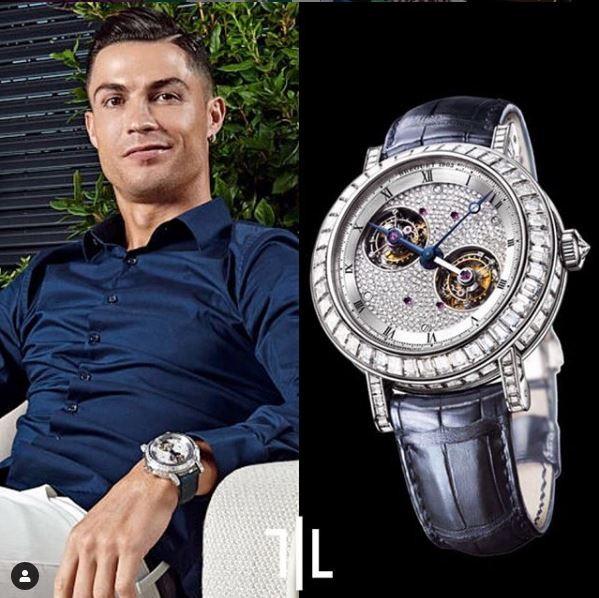 Cristiano Ronaldo indossa un Montres Breguet Classique Double Tourbillon.  Valore di mercato : 800mila euro.