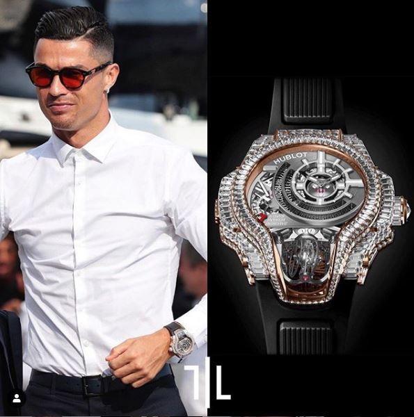 Cristiano Ronaldo indossa un Hublot Masterpiece MP-09 Tourbillon Bi-axis.  Valore di mercato : un milione di euro