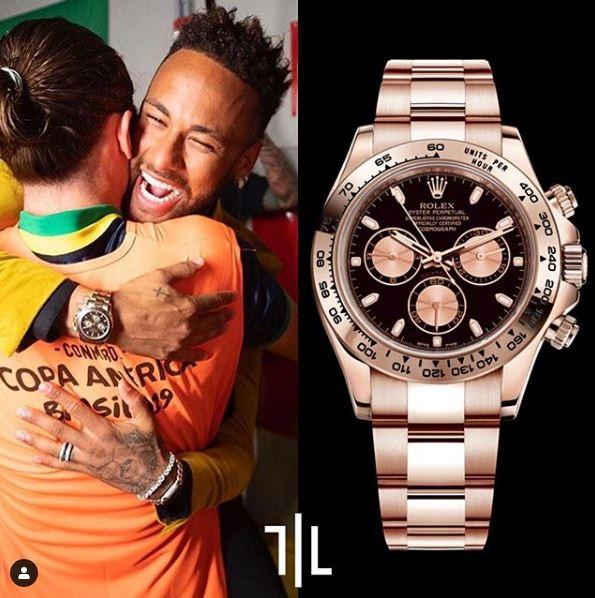 Neymar indossa un Rolex Daytona in oro rosa.  Valore di mercato : 37mila euro.