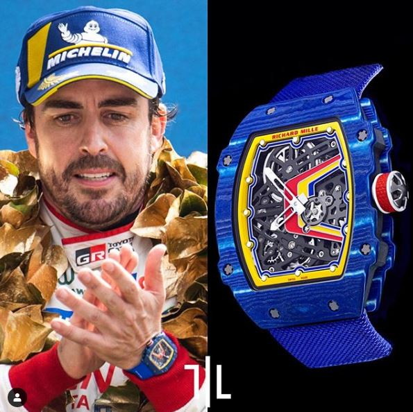 Fernando Alonso indossa un Richard Mille 65-02 personalizzato con i colori del suo casco. Pezzo unico, valore di mercato indefinito.