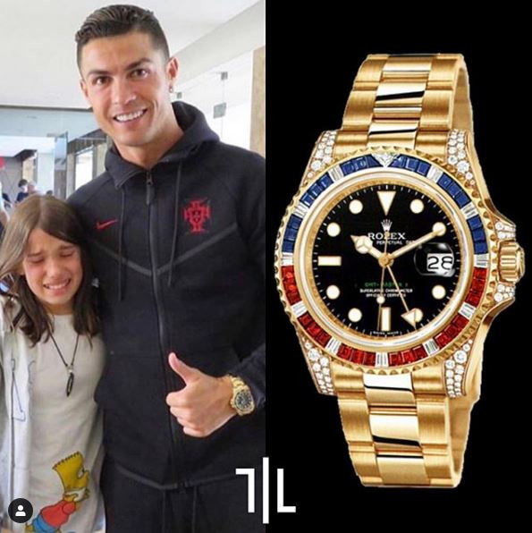 Cristiano Ronaldo indossa un Rolex GMT-Master II in oro giallo con diamanti.  Valore di mercato : 85mila euro.