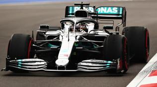 Hamilton parte forte, le Ferrari non si scoprono