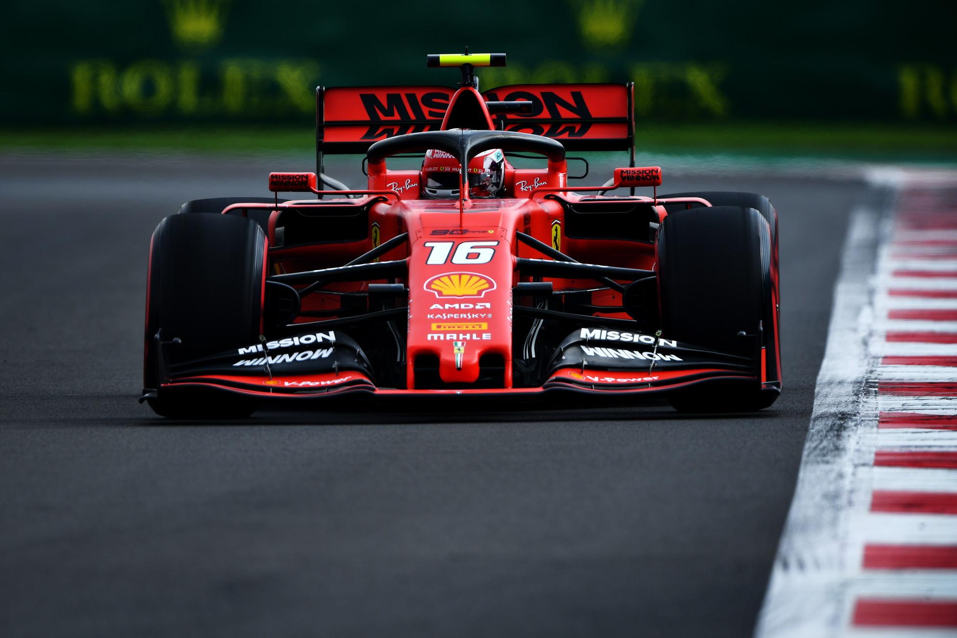 L'olandese della Red Bull viene penalizzato dopo la pole, prima fila Ferrari