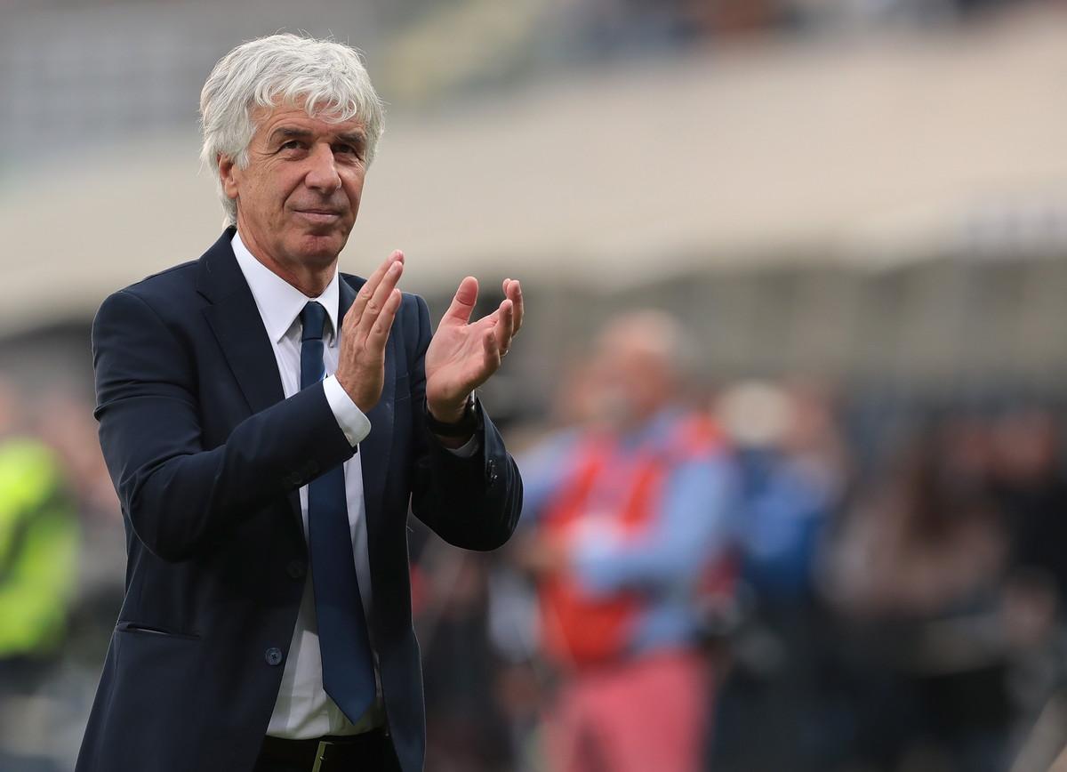 28 gol in 9 giornate di campionato. Numeri straordinari per l'Atalanta di Gian Piero Gasperini, che viaggia a una media di oltre tre gol a partita. Uno score da capogiro, che ha consentito ai nerazzurri di prendersi il terzo posto in classifica a 20 punti e soprattutto il record assoluto della Serie A da quando la vittoria vale tre punti (battuta la Juve 2017/18).Soltanto il Mlan di Capello, nell'era dei 2 punti a vittoria, riuscì a fare meglio nella stagione 1992-1993. Gullit, Van Basten e compagni segnarono 29 gol nelle prime 9 giornate di campionato, uno in più di questa incredibile Atalanta.A livello europeo invece in questa stagione l'Atalanta è terza nella classifica delle squadre più prolifiche: al primo posto a pari merito Il Manchester City e l'Ajax, che nei rispettivi campionati hanno segnato 29 gol dopo 9 giornate. Insieme all'Atalanta a 28 reti c'è invece lo Shaktar, avversario dei nerazzurri in Champions proprio come il City.