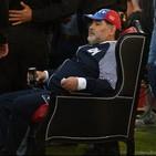 Maradona idolo dei tifosi: lo festeggiano con un trono