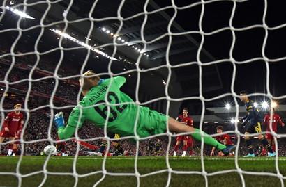 Incredibile partita ad Anfield Road tra Liverpool e Arsenalnegli ottavi di finale della Carabao Cup. Dieci gol e match deciso ai calci di rigore...