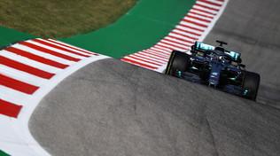 Hamilton ha fretta di chiudere, le Ferrari devono inseguire