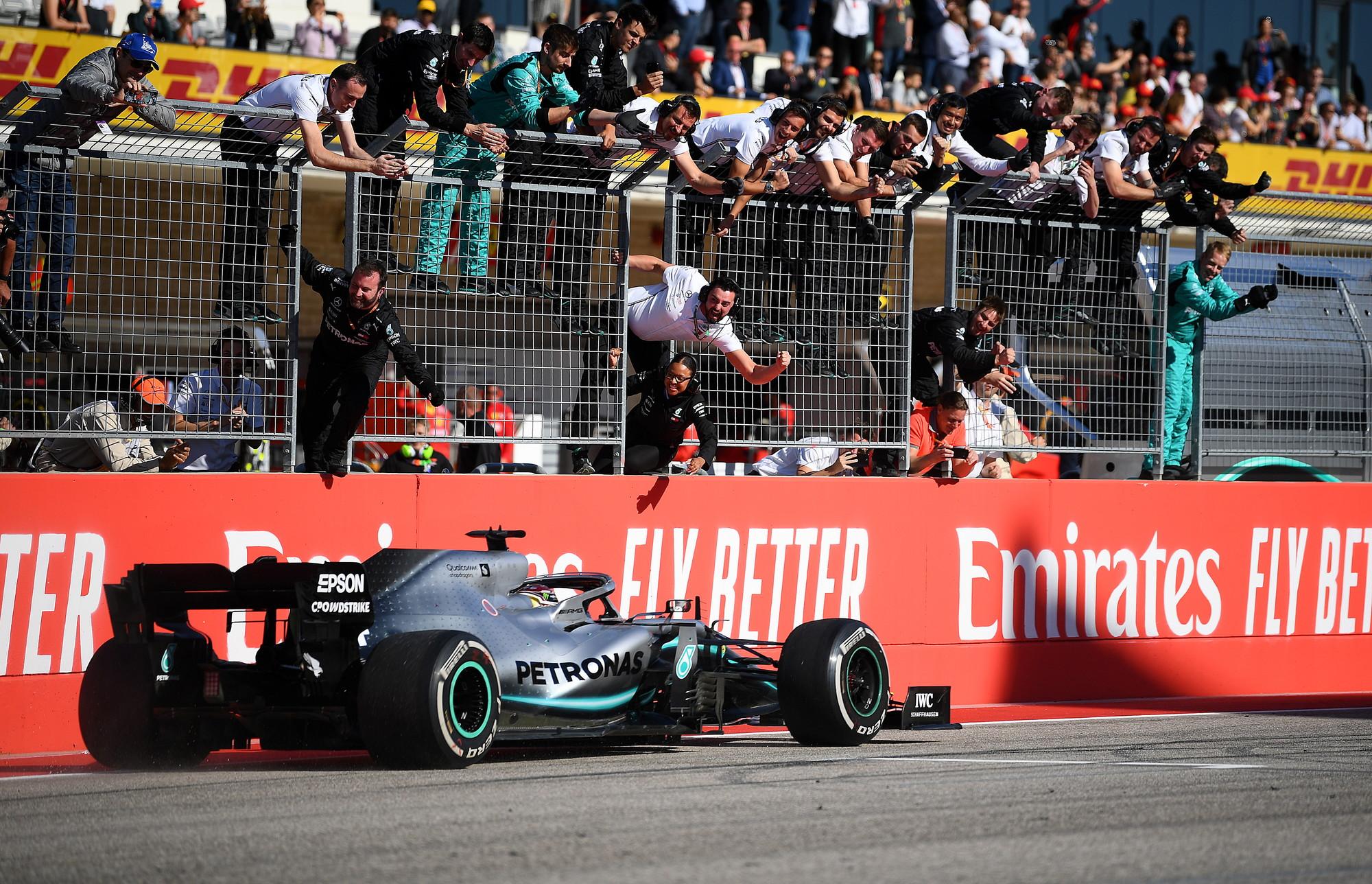 Le immagini pi&ugrave; belle del GP degli Stati Uniti, che ha consegnato al pilota Mercedes il suo sesto titolo mondiale<br /><br />
