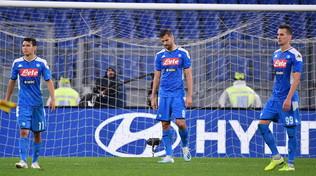 Il Napoli taglia lo stipendio ai giocatori. Lite Allan-AdL junior