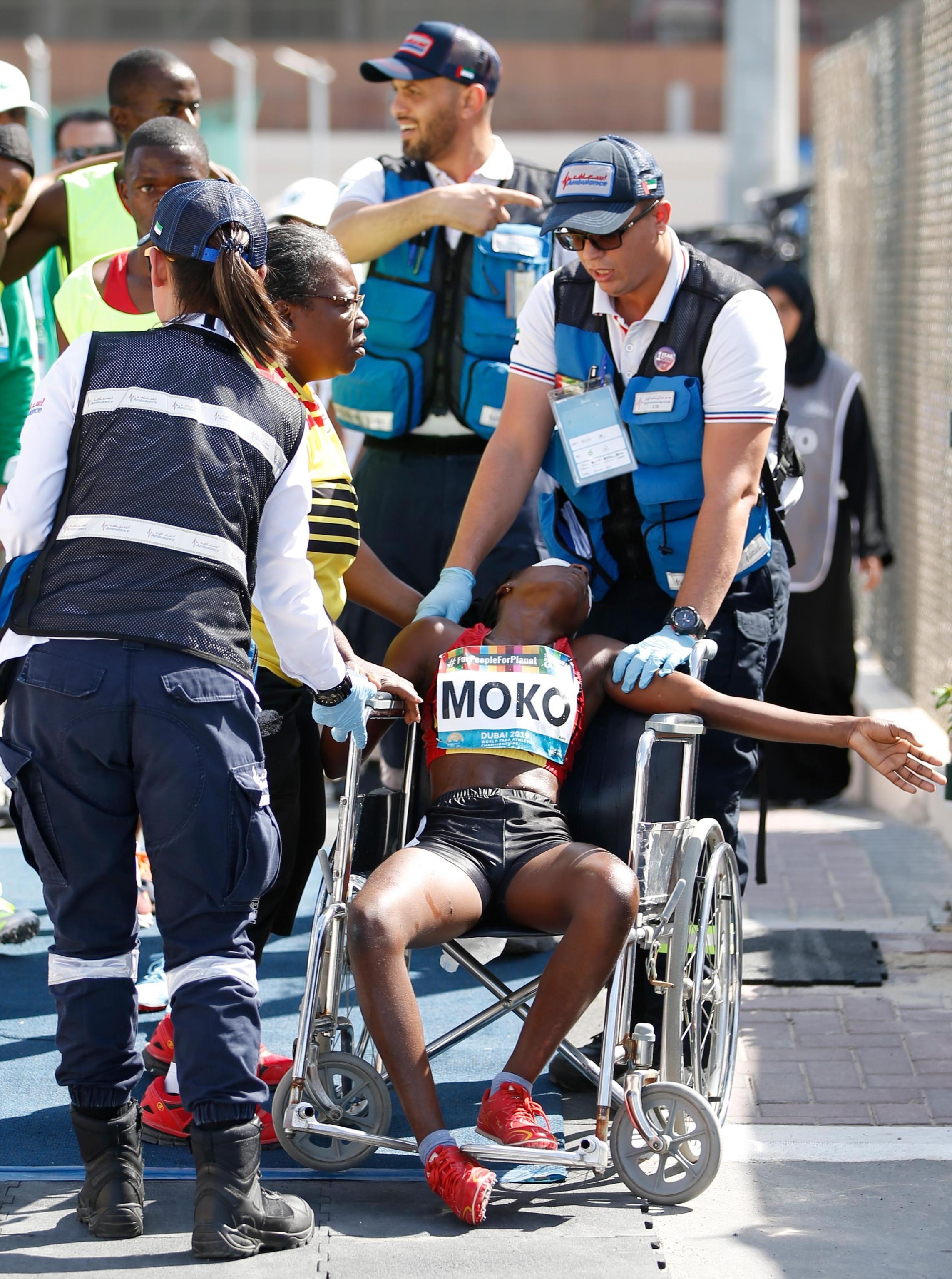 Momenti di grande paura aiWorld Para Athletics Championships in corso a Dubai. Nel corso della finale dei400m T11,Juliana Ngleya Mokosi è sentita male ed collassata per il grande caldo (30 gradi e 80% di umidità). Immediati i soccorsi nei confronti dell'atleta angolana, portata fuori dalla pista in sedia a rotelle e regrigerata con acqua fredda.