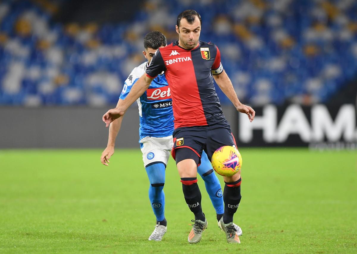 Nel terzo anticipo della 12a giornata di Serie A, il Napoli non va oltre lo 0-0 con il Genoa e non riesce a lasciarsi alle spalle la bufera di questi giorni. Al San Paolo primo tempo davvero sottotono degli azzurri, che sono irriconoscibili e centrano lo specchio della porta solo con Zielinski (16'). Nella ripresa Koulibaly nega un gol fatto a Pinamonti, mentre Radu è bravo su Mertens, Fabian Ruiz ed Elmas. Ancelotti rimane 7°.