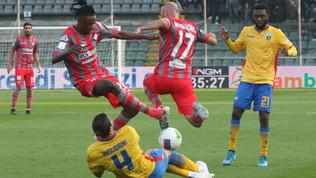 Il Frosinone batte e spaventa il Chievo, Salernitana ko a Cremona