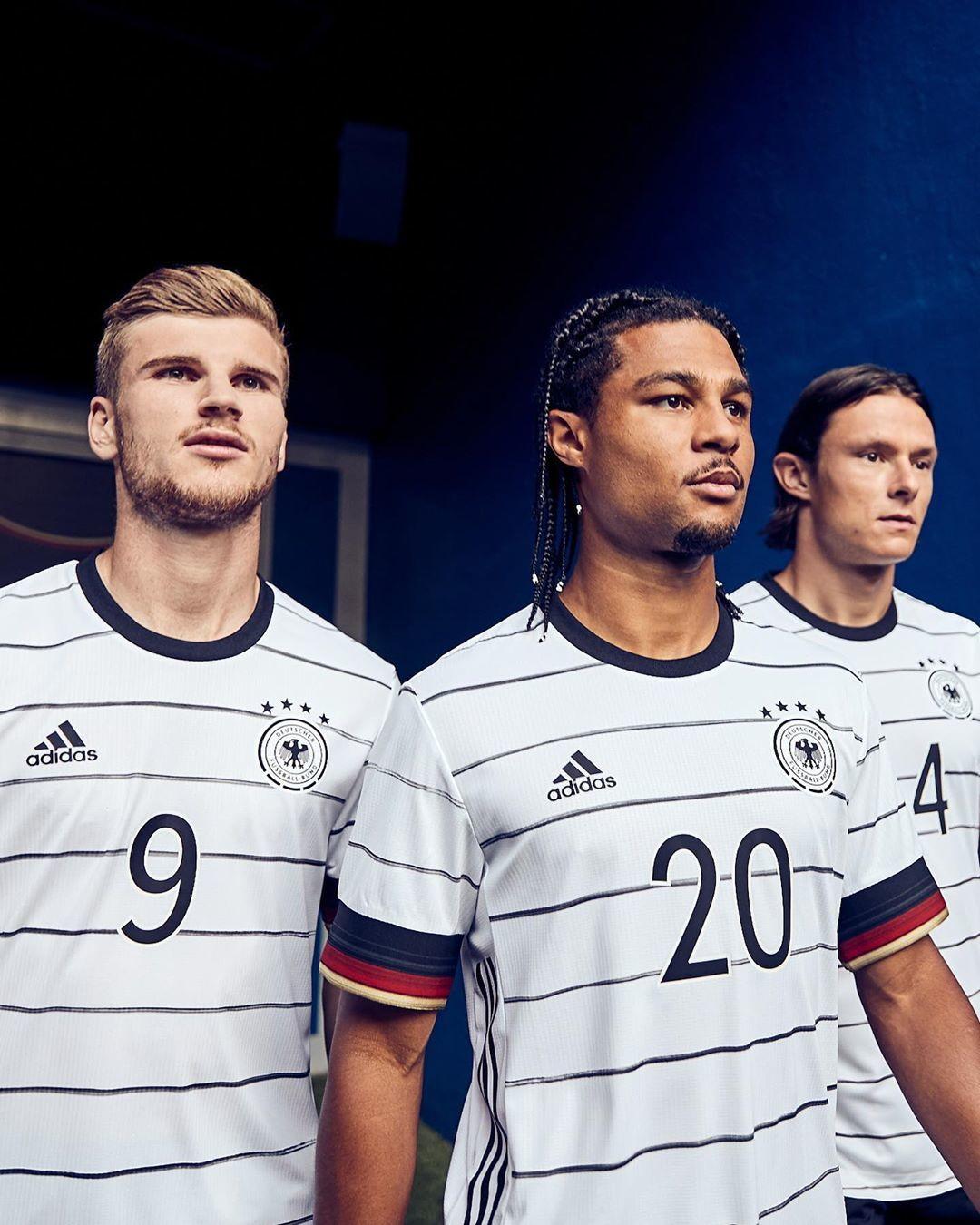 adidas ha svelato la prima maglia dei tedeschi per l&#39;Europeo.<br /><br />