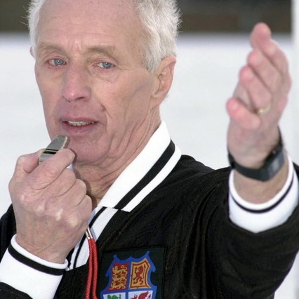 L'arbitro Popple muore in campo a 87 anni