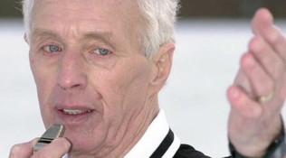 Inghilterra, l'arbitro Popple muore in campo a 87 anni
