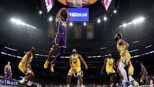 I Lakers travolgono Golden State, Houston batte i Clippers, Belinelli ko