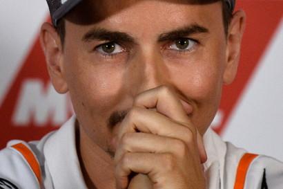 Jorge Lorenzo si ritira. Lo ha annunciato lo stesso pilota spagnolo, cinque titoli mondiali in carriera, in una conferenza stampa straordinaria convoc...