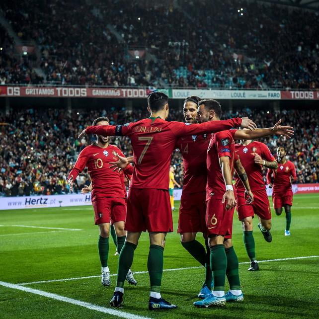 Ronaldo, 6 uno spettacolo: il Portogallo travolge la Lituania