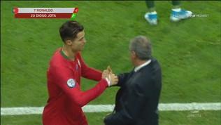 Ronaldo, c'è sostituzione e sostituzione... Abbraccio con Santos