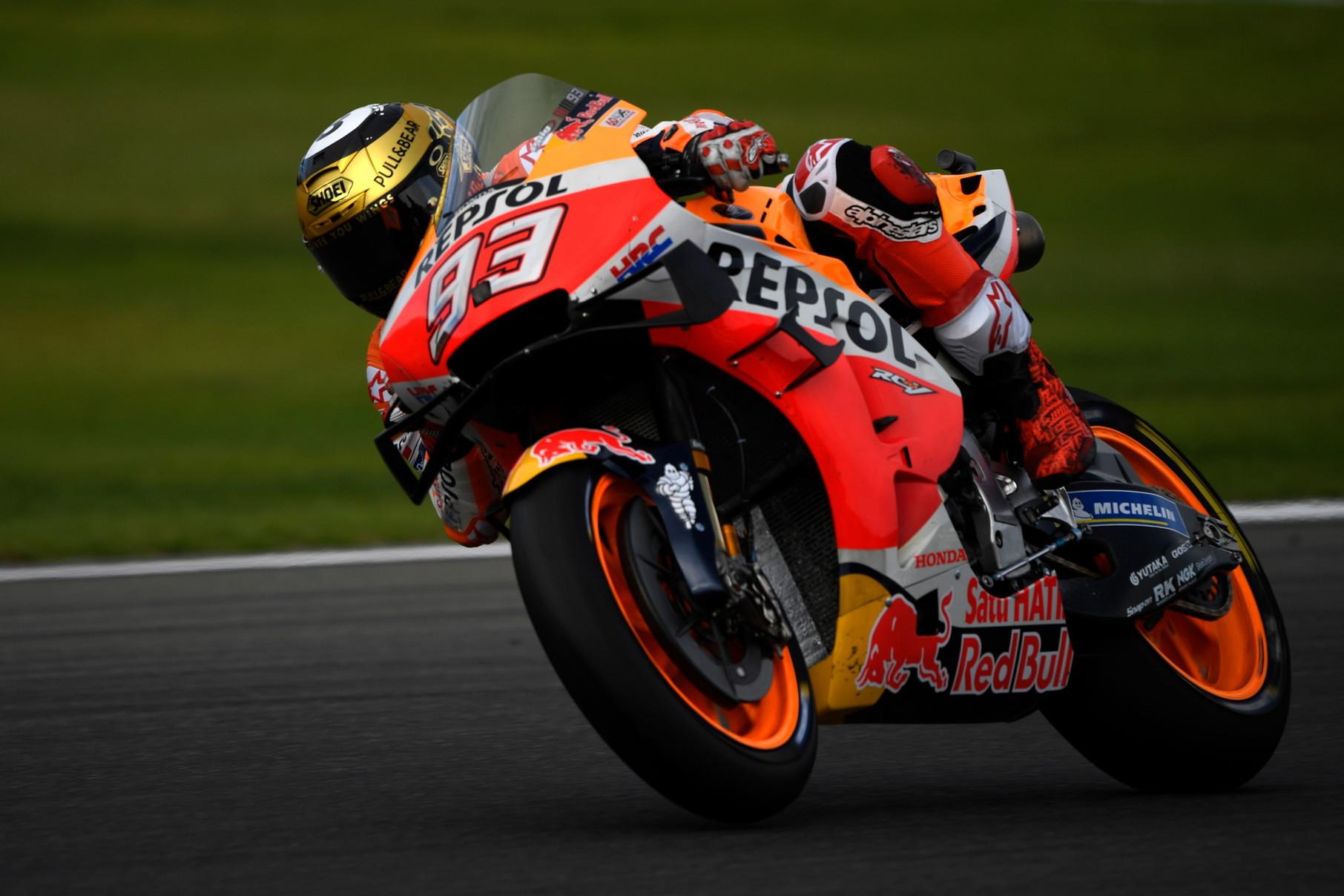 Il campione del mondo domina anche la gara conclusiva a Valencia e regala il triplete alla Honda: titolo piloti, costruttori e team vanno in Giappone<br /><br />
