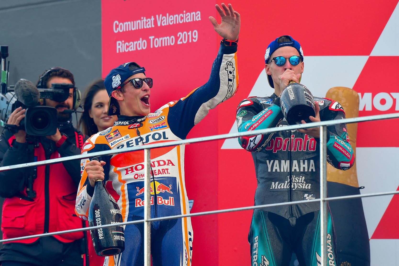 Il campione del mondo domina anche la gara conclusiva a Valencia e regala il triplete alla Honda: titolo piloti, costruttori e team vanno in Giappone
