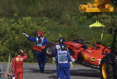 Un vero e proprio disastro in casa Ferrari nel GP del Brasile con Vettel e Leclerc che si sono toccati e si sono buttati fuori a vicenda.