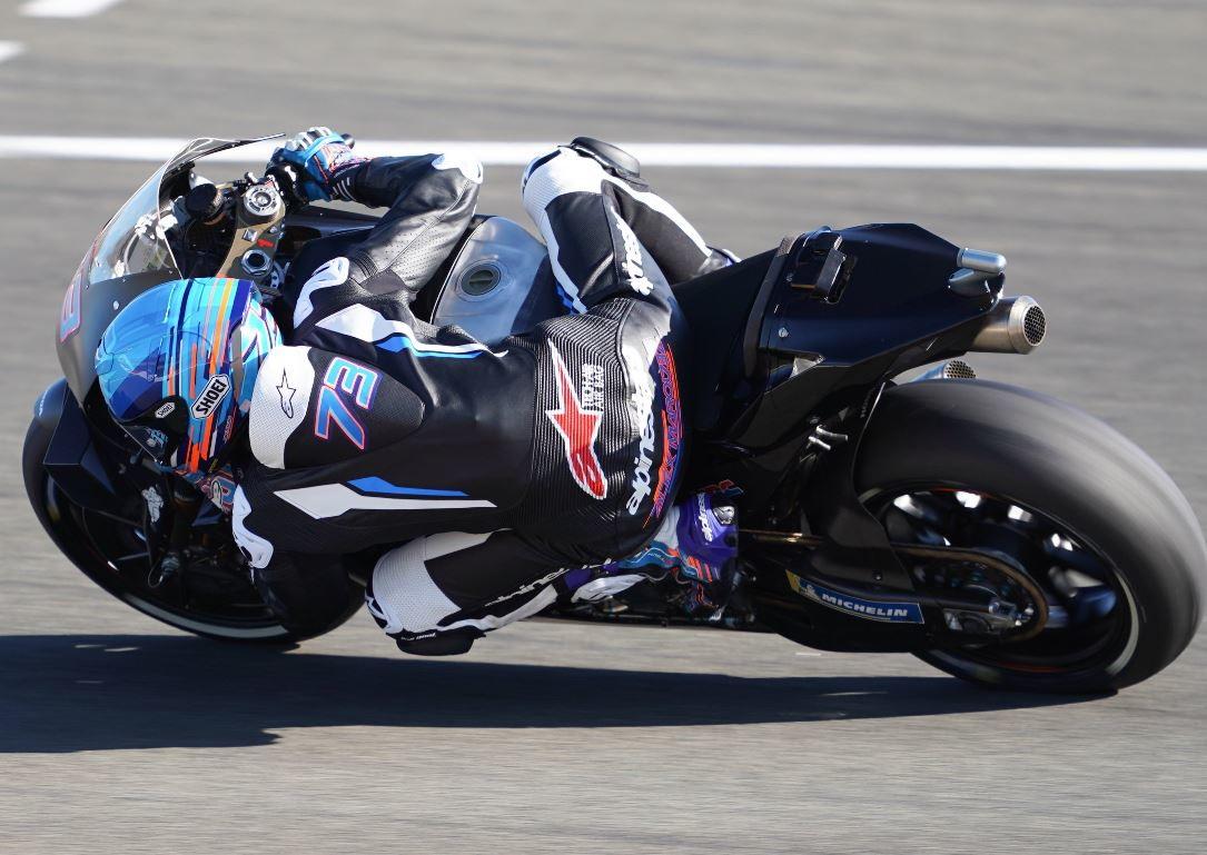 Inizia con una caduta l'avventura di Alex Marquezin MotoGPin sella alla Honda. Il fratello di Marc è caduto alla curva 10 nella...