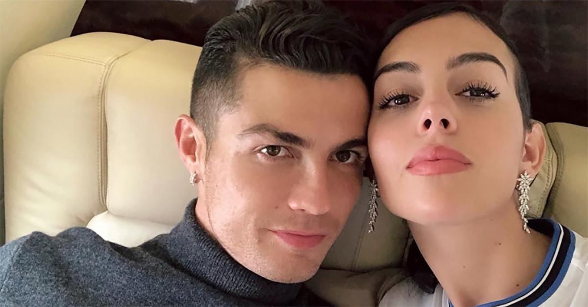 Cristiano Ronaldo e Georgina Rodriguezsi sarebbero sposati in gran segreto in Marocco. Lo riportaNovella 2000: secondo il settimanale di g...