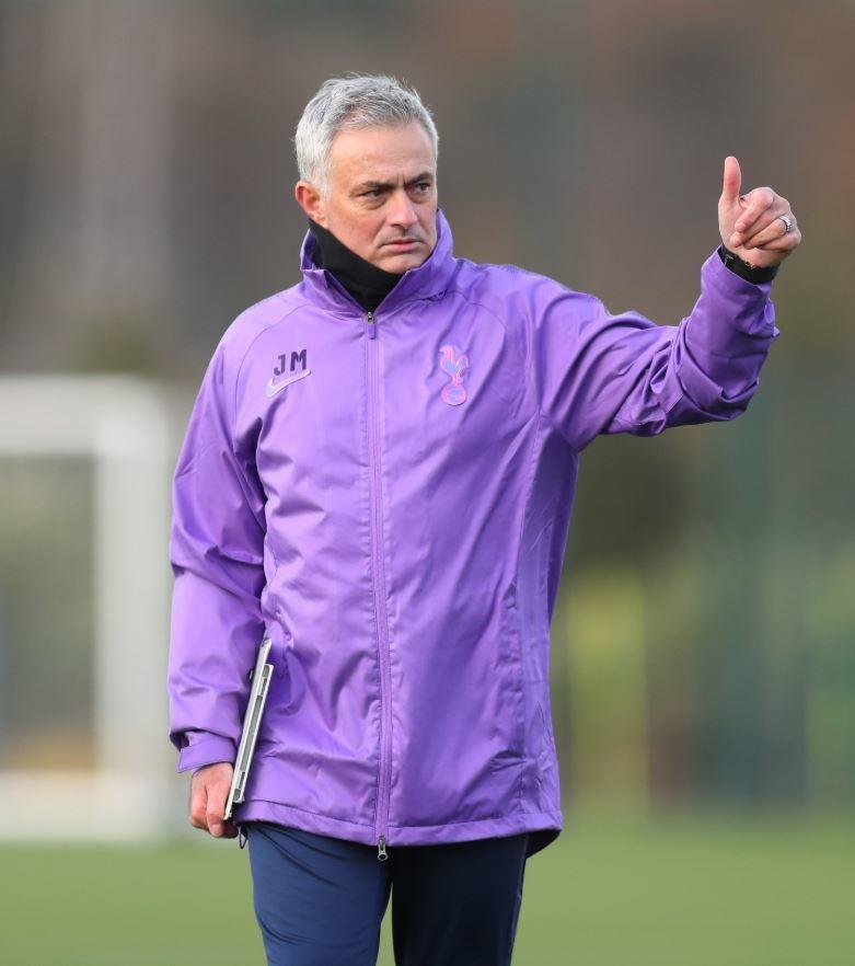 José Mourinhoha iniziato la sua nuova avventura sulla panchina del Tottenham. A poche ore dal suo annuncio, lo Special One ha già ...