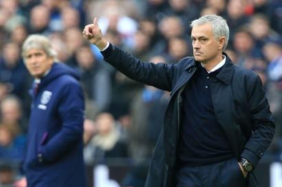 Prima uscita di Mourinhocol Tottenham ed è subito show in panchina per lo Special One.