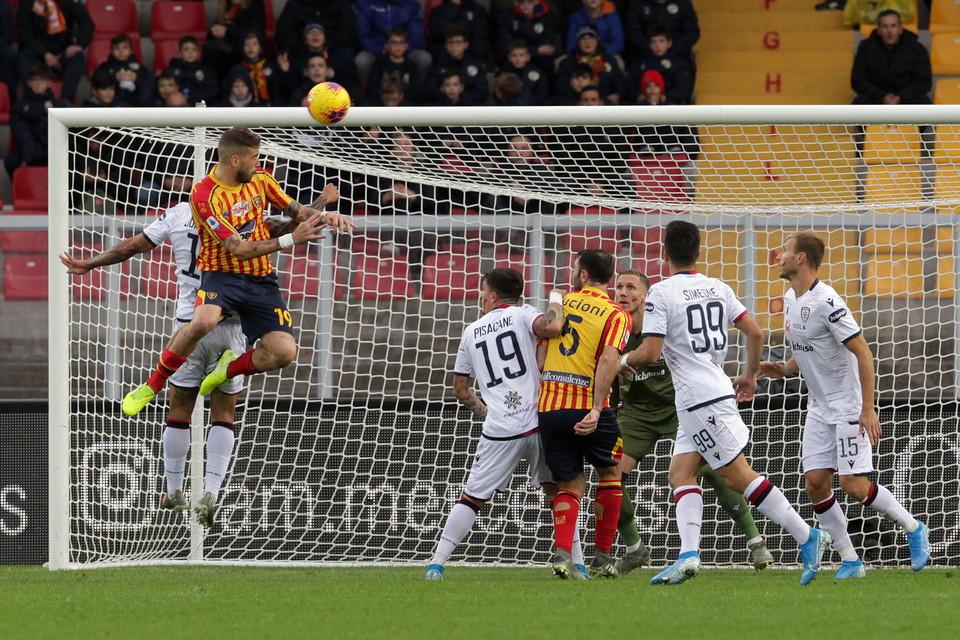 Il Lecce acciuffa nel finale il pareggio in casa contro il Cagliari: finisce 2-2 con i gol di Joao Pedro,Nainggolan,Lapadulae Calderoni.