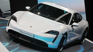 Auto dell'anno 2020: ci sono anche Taycan e Model 3