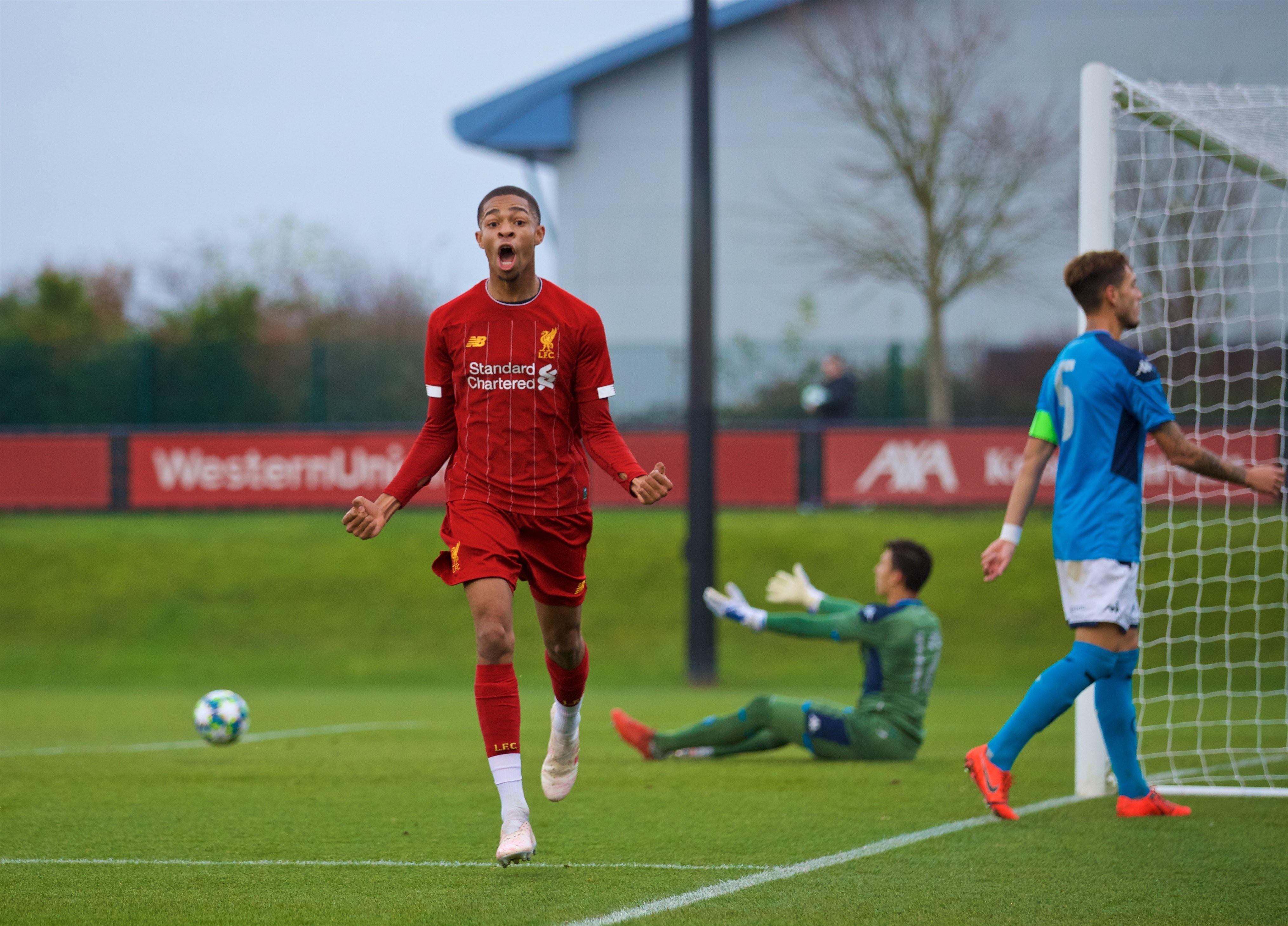 Disastro azzurro nella quinta partita di Youth League: il Napoli perde a Liverpool 7-0, quarta sconfitta e ancora ultimo posto matematico nel girone E con un solo punto.<br /><br />