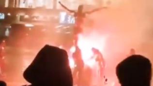 La rivolta dei tifosi del Malmoe: a fuoco la statua di Ibra