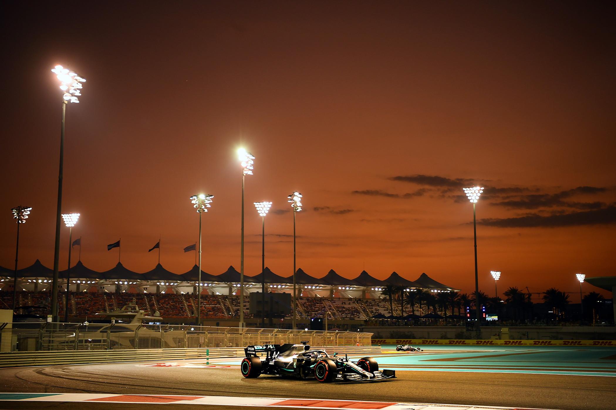 Il pilota Mercedes domina le qualifiche ad Abu Dhabi