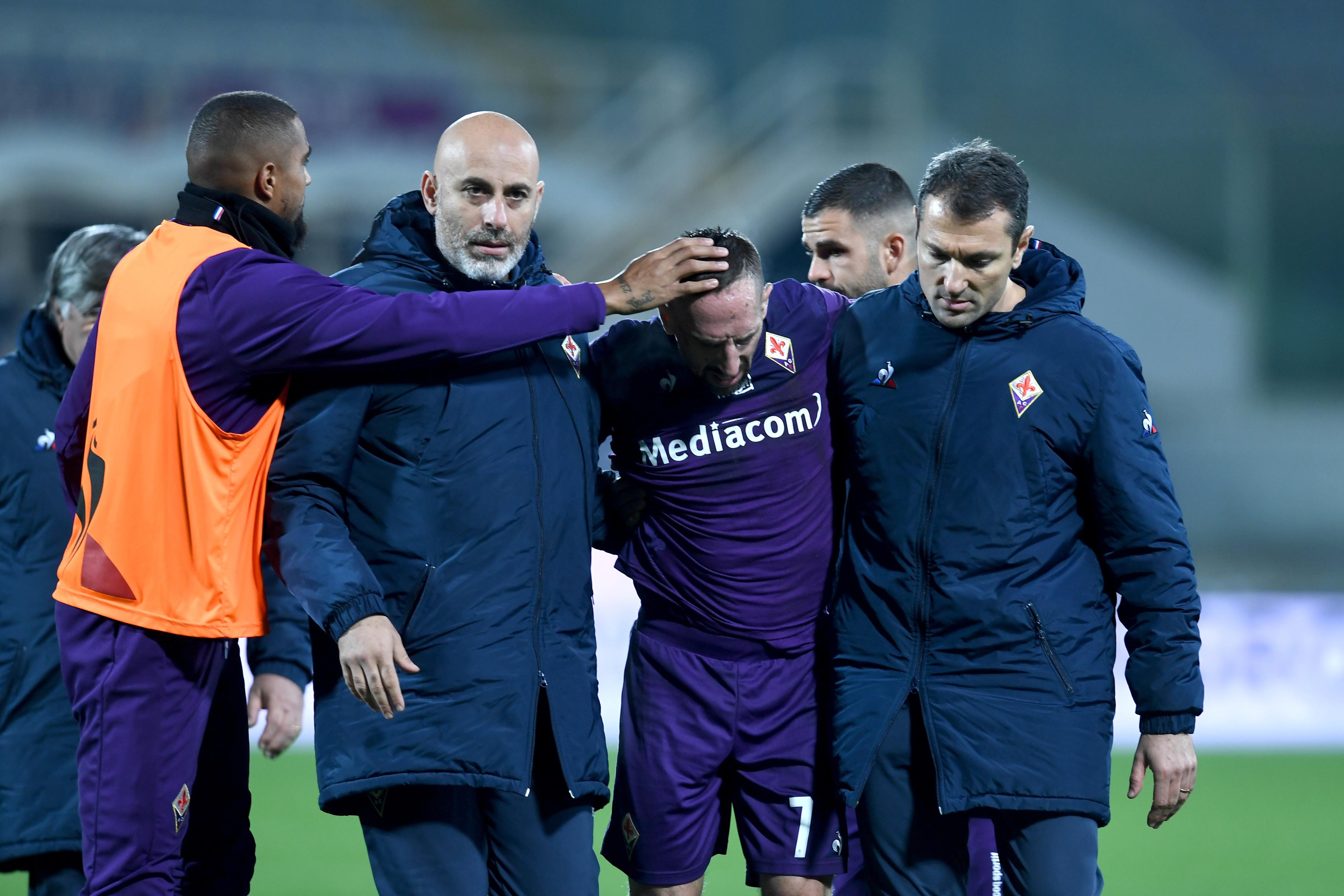 Fiorentina in ansia per Franck Ribery. Il fantasista viola è stato costretto a uscire a fine primo tempo del match con il Lecce: per lui si teme una distorsione alla caviglia. Subito accertamenti in ospedale.
