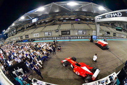 La Ferrari F2002 dei record di Michael Schumacher è stata battuta all'asta alla cifra record di 5 milioni e 900 mila dollari (5,4 milioni d...