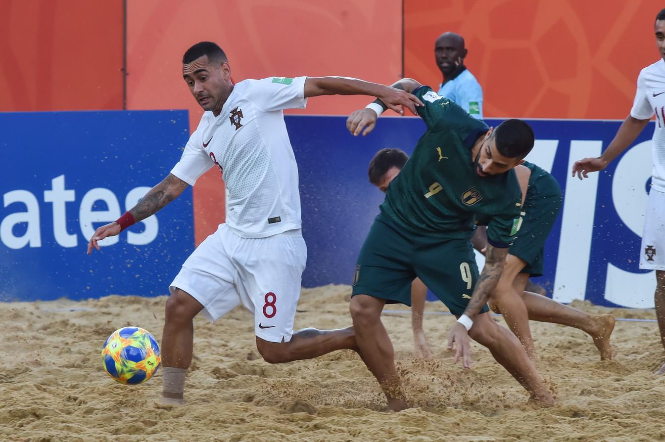 Sfuma in finale il sogno dell'Italia del beach soccer di vincere il Mondiale. Il titolo iridato se lo aggiudica il Portogallo che supera gli azzurri 6-4 nella finale di Asuncion, in Paraguay, e si aggiudica la seconda Coppa del Mondo dopo quella del 2015. L'Italia si ferma sul piùbello come nel 2008, non è bastata la decima rete di Zurlo, la sesta nelle ultime quattro partite e la doppietta di Ramacciotti nel solito terzo tempo tutto cuore e agonismo dell'Italia. Gori ha sbagliato un rigore nel momento clou del match ma si laurea capocannoniere del torneo con 16 gol. Il classe 2000 Josep Jr al suo esordio in un Mondiale si toglie la soddisfazione di segnare una rete in finale. Il Portogallo dopo il titolo europeo si prende quello Mondiale grazie alla tripletta di Jordan, giocatore del campionato italiano nominato miglior beacher del 2019.