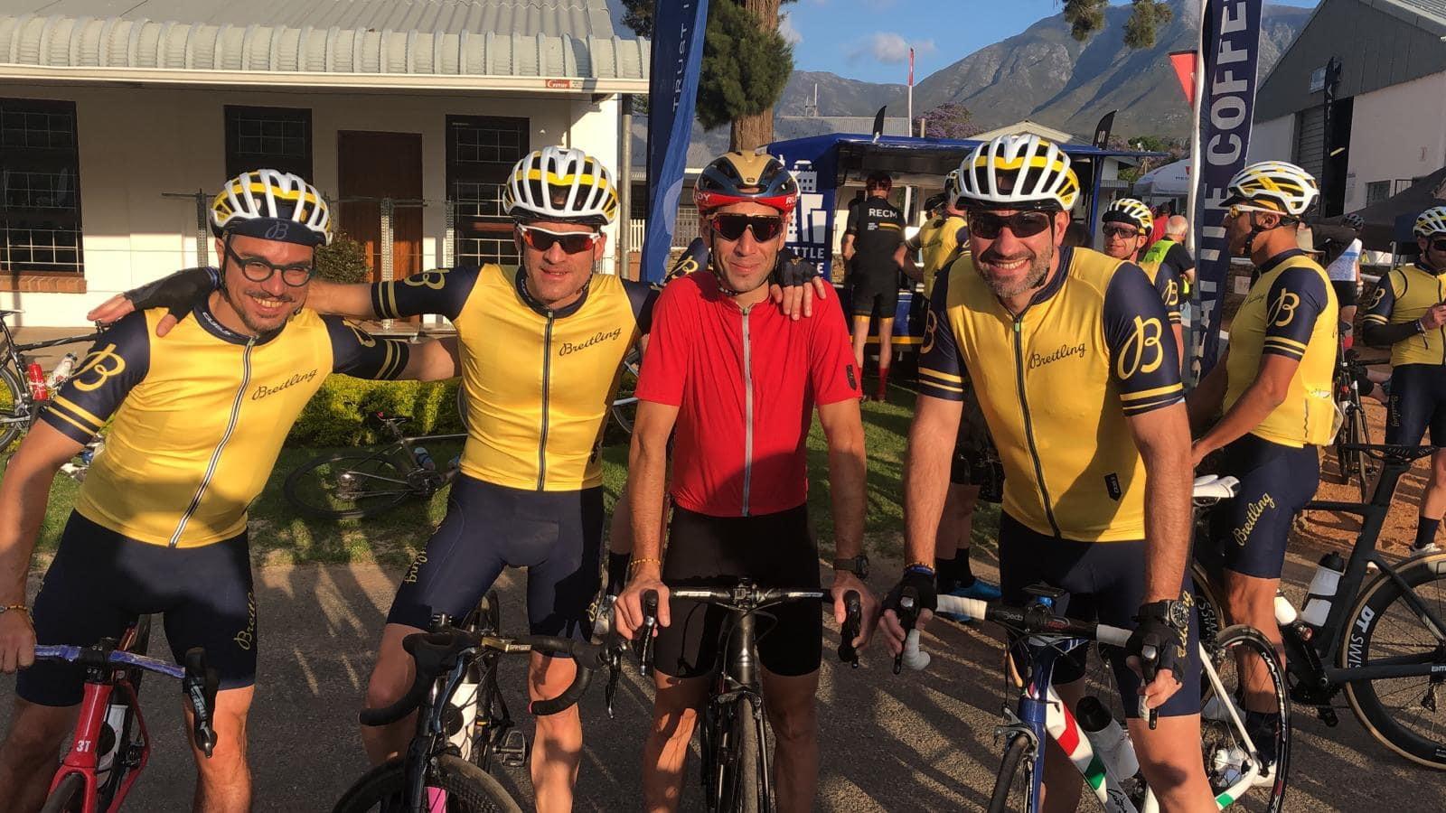 LaBreitling Triathlon Squad e un nutrito gruppo di amici hanno gareggiato nellaCoronationDouble Century, il principale evento sudafricano di ciclismo endurance su strada. Per la seconda volta consecutiva i membri della Squad,JanFrodeno, Chris «Macca»McCormacke Daniela Ryf, sono stati raggiunti a Swellendam dal CEO di Breitling GeorgesKerne da alcuni dei più talentuosi ciclisti al mondo come Vincenzo Nibali. Breitling ha ricoperto il ruolo di cronometro ufficiale della gara e i ciclisti hanno corso a sostegno di Qhubeka, un'organizzazione benefica mondiale, con sede in Sudafrica, che fornisce biciclette a persone delle comunità di tutta l'Africa con limitate possibilità di trasporto. LaCoronationDouble Century ha segnato il primo anniversario della collaborazione di Breitling con Qhubeka.