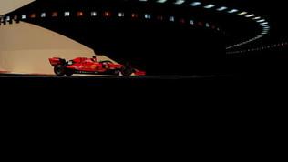 Russell su Mercedes il più veloce ad Abu Dhabi. Incidente per Leclerc