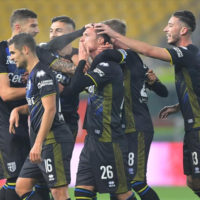 Hernani salva D'Aversa, il Parma elimina il Frosinone al 92'