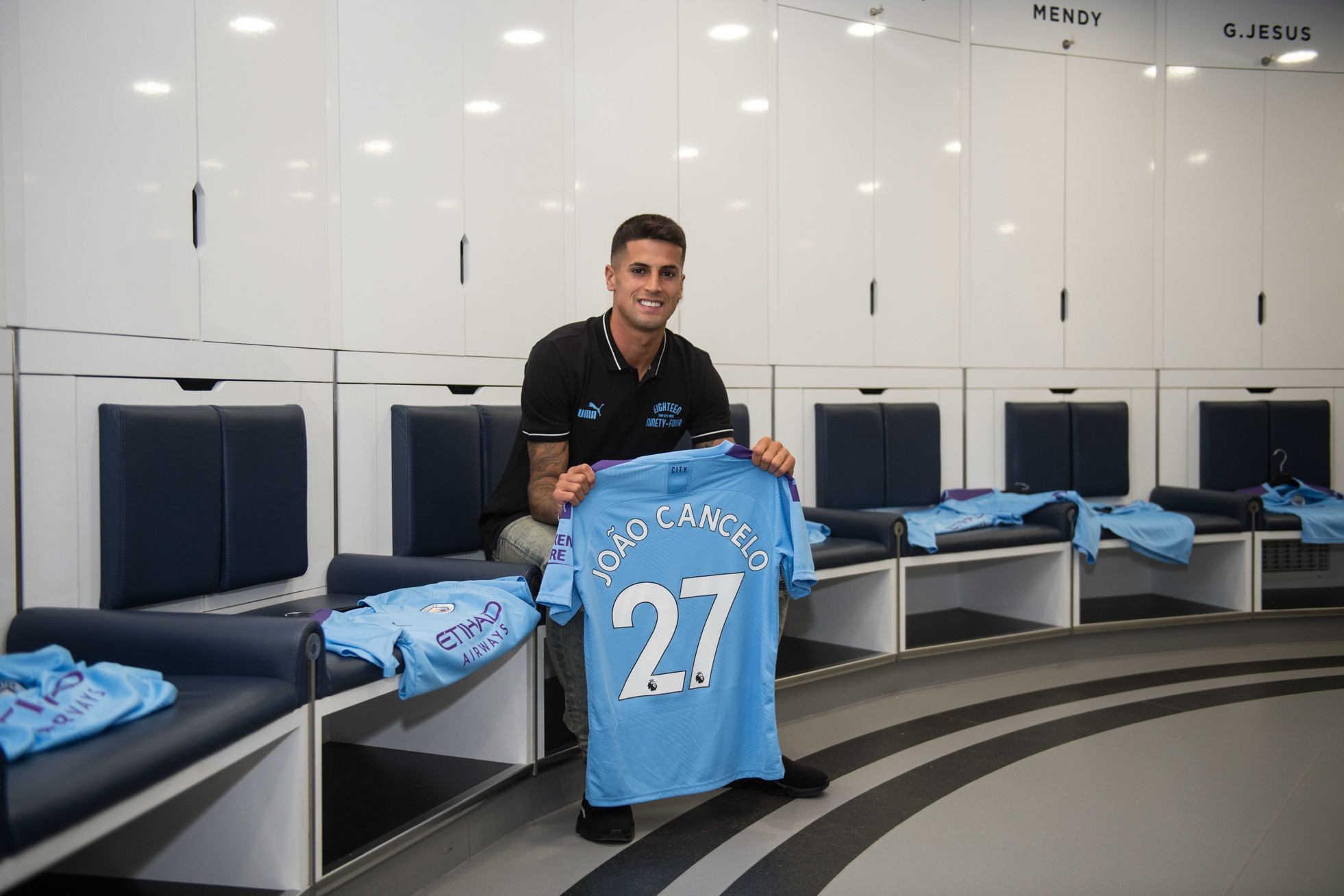 1) Manchester City: -1 miliardo e 90,8 milioni di euro