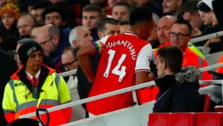 """Aubameyang """"scappa"""" dal campo, tifosi furiosi: ma è colpa del..."""