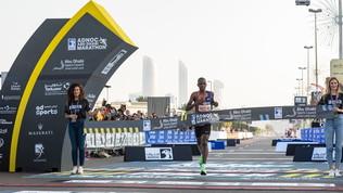 Parte come pacer ma poi batte tutti:  Kipyego beffa tutti ad Abu Dhabi